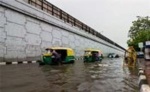 8 PRACTICAL TIPS TO KEEP YOURSELF SAFE ON THE ROADS THIS MONSOON